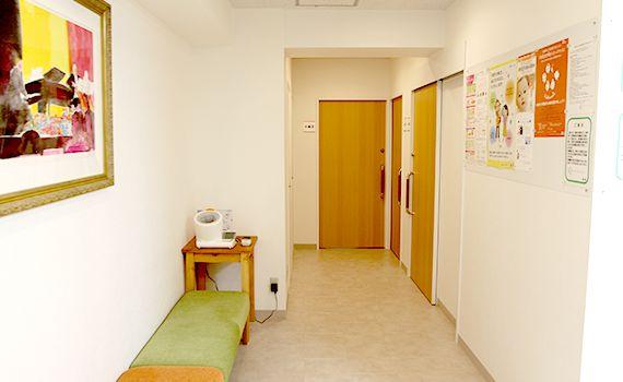 診察室、検査室、待合スペース